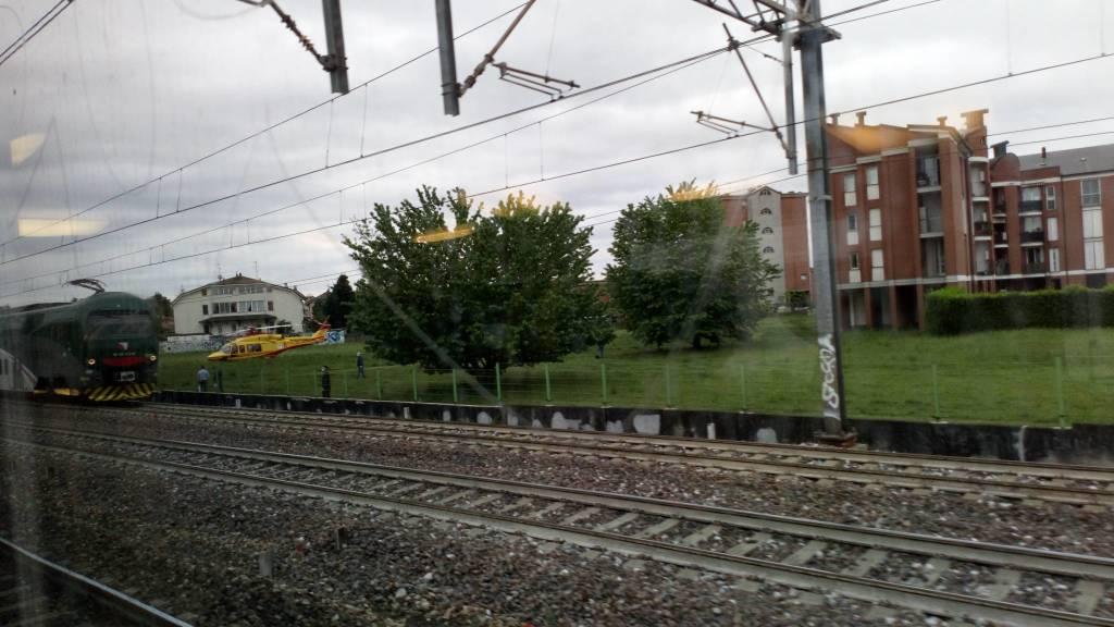 Caronno Pertusella: una persona si è lanciata sotto il treno