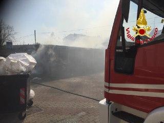 Gorla Maggiore, a fuoco un negozio di alimentari