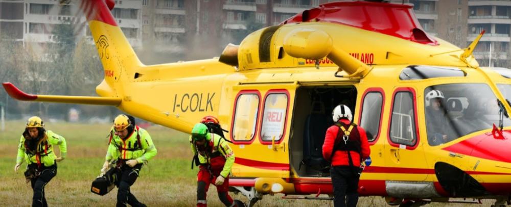 Cadrezzate, cade dal tetto e viene trasportato in elicottero